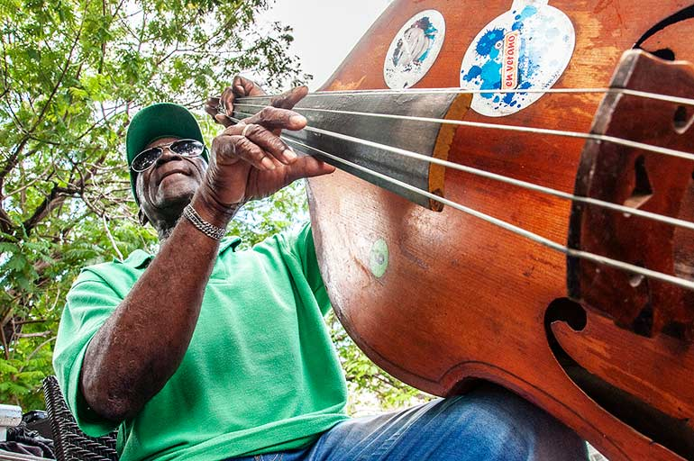Cuba jazz bass violin player.